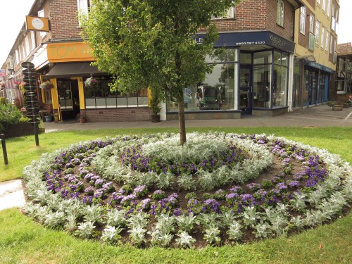 amersham in bloom round flowerbed