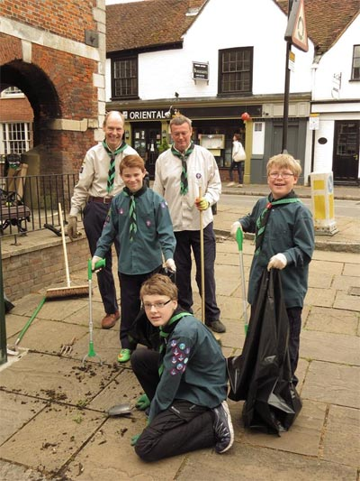 scouts weeding in old amersham
